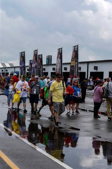 Fans dodge the rain that would cancel qualifying at Pocono