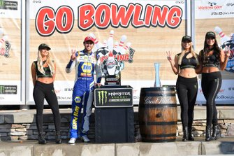 1. Chase Elliott, Hendrick Motorsports, mit den Monster-Girls