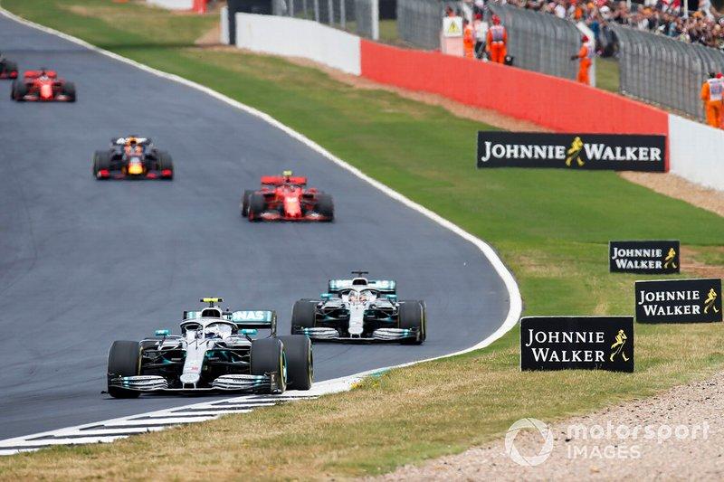 Valtteri Bottas, Mercedes AMG W10, precede Lewis Hamilton, Mercedes AMG F1 W10, Charles Leclerc, Ferrari SF90, e Max Verstappen, Red Bull Racing RB15