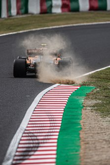 Lando Norris, McLaren MCL34, kicks up some dust