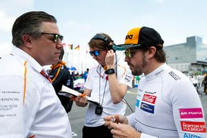 Zak Brown, Executive Director, McLaren Racing, and Fernando Alonso, McLaren, on the grid