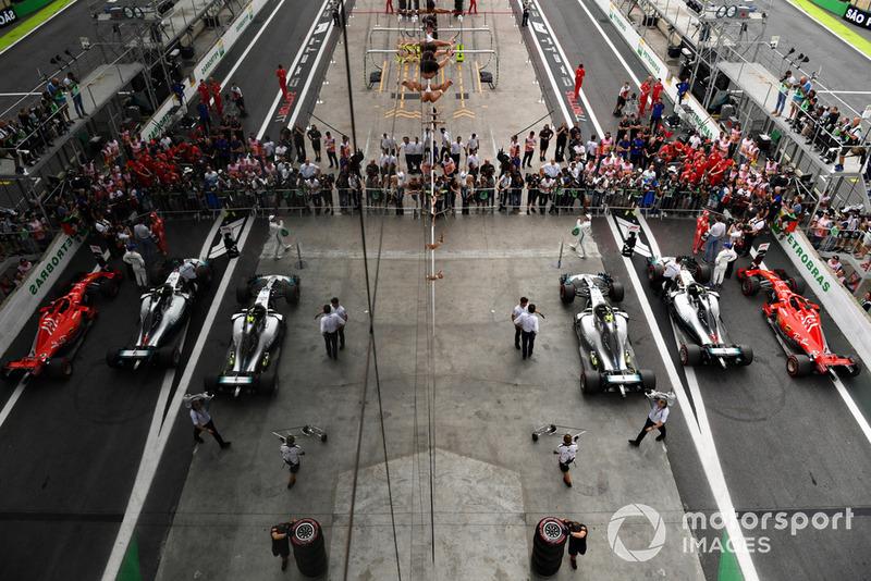 Lewis Hamilton, Mercedes AMG F1, Sebastian Vettel, Ferrari et Valtteri Bottas, Mercedes AMG F1 dans le Parc Fermé