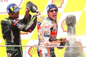 Podio: il vincitore della gara Marc Marquez, Repsol Honda Team, il terzo classificato Johann Zarco, Monster Yamaha Tech 3