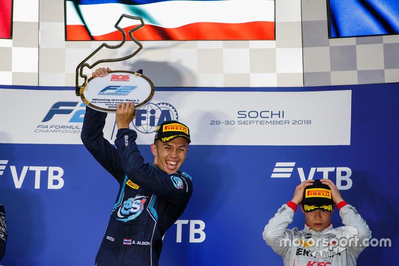 Nyck de Vries complétait le podium à leurs côtés, mais n'était pas ravi, s'étant élancé de la pole position