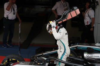 Race winner Lewis Hamilton, Mercedes-AMG F1 W09 in parc ferme