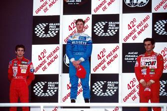 Le vainqueur Ralf Schumacher, le deuxième Jarno Trulli, le troisième Pedro De La Rosa