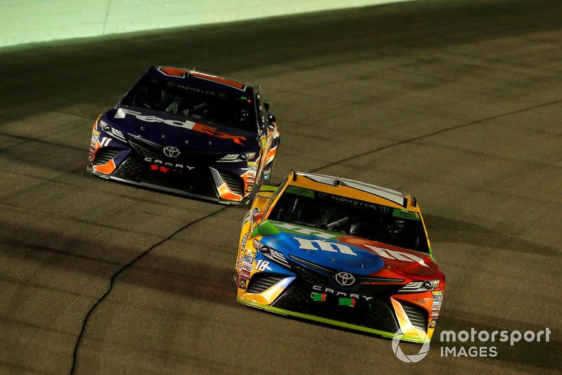 Kyle Busch, Joe Gibbs Racing, Toyota Camry M&M's e Denny Hamlin, Joe Gibbs Racing, Toyota Camry FedEx Express