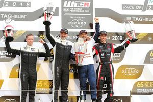 Podium: Champion Gabriele Tarquini, BRC Racing Team Hyundai i30 N TCR, second place Yvan Muller, YMR Hyundai i30 N TCR, third place Esteban Guerrieri, ALL-INKL.COM Münnich Motorsport Honda Civic Type R TCR, Thed Björk, YMR Hyundai i30 N TCR