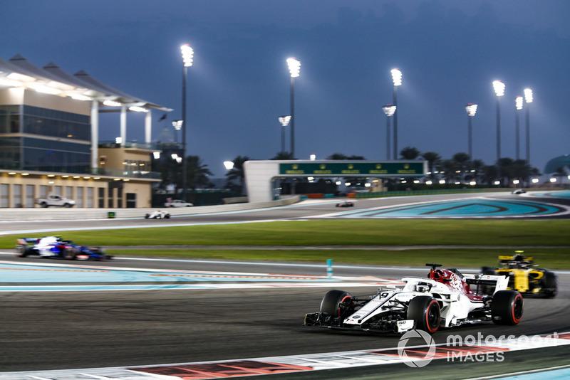 Marcus Ericsson, Sauber C37 leads Carlos Sainz Jr., Renault Sport F1 Team R.S. 18 and Pierre Gasly, Scuderia Toro Rosso STR13
