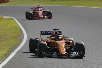 Фернандо Алонсо, McLaren MCL33, и Себастьян Феттель, Ferrari SF71H