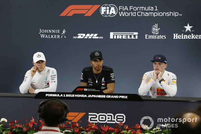 Valtteri Bottas, Mercedes AMG F1, Lewis Hamilton, Mercedes AMG F1 e Max Verstappen, Red Bull Racing, nella conferenza stampa