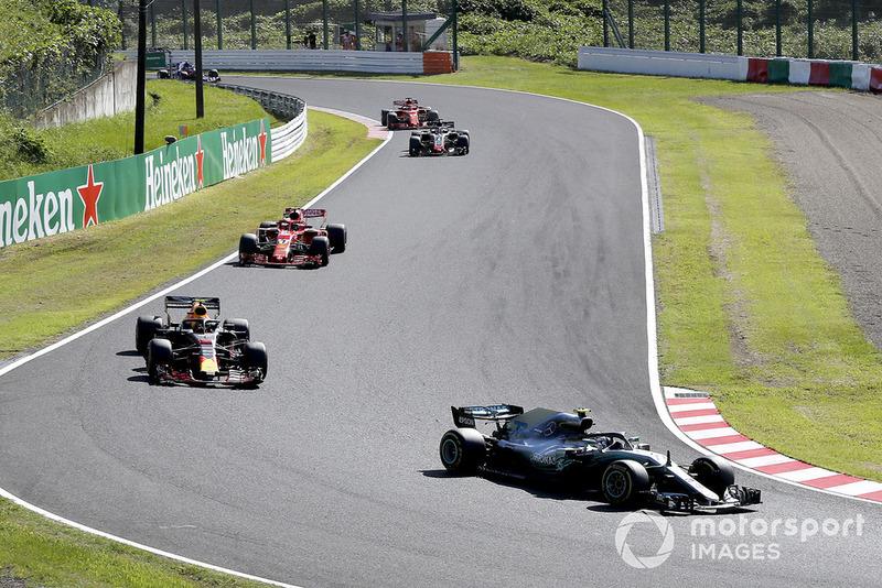 Valtteri Bottas, Mercedes-AMG F1 W09, al primo giro