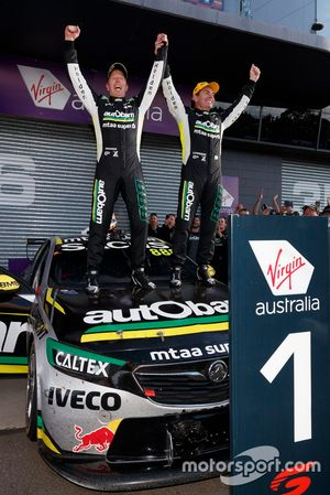 Yarış galibi Craig Lowndes, Steve Richards, Triple Eight Race Engineering Holden