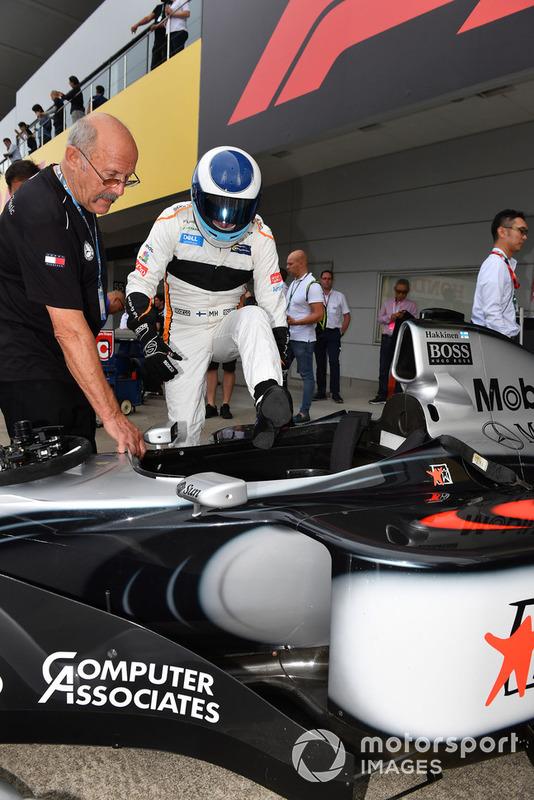 Mika Hakkinen, McLaren MP4-13 en Leyendas F1 30 Aniversario vuelta de Demostración