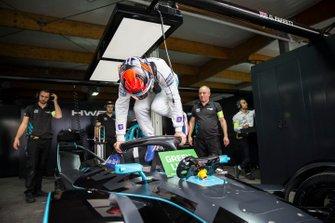 Gary Paffett, HWA Racelab, VFE-05 in the garage