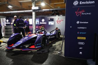 Sam Bird, Envision Virgin Racing sat in his Audi e-tron FE05 in the garage