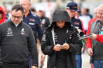 Ron Meadows, Mercedes AMG F1 Team Manager y Lewis Hamilton, Mercedes AMG F1
