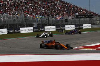 Stoffel Vandoorne, McLaren MCL33, Marcus Ericsson, Sauber C37 ve Pierre Gasly, Scuderia Toro Rosso STR13