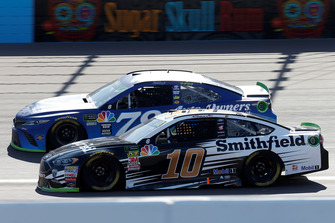 Aric Almirola, Stewart-Haas Racing, Ford Fusion Smithfield, Martin Truex Jr., Furniture Row Racing, Toyota Camry Auto-Owners Insurance