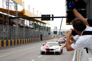 Racewinnaar #42 BMW Team Schnitzer BMW M6 GT3: Augusto Farfus