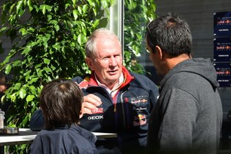 Juan Pablo Montoya, con su hijo Sebastian Montoya, y el Dr. Helmut Marko, Red Bull Motorsport