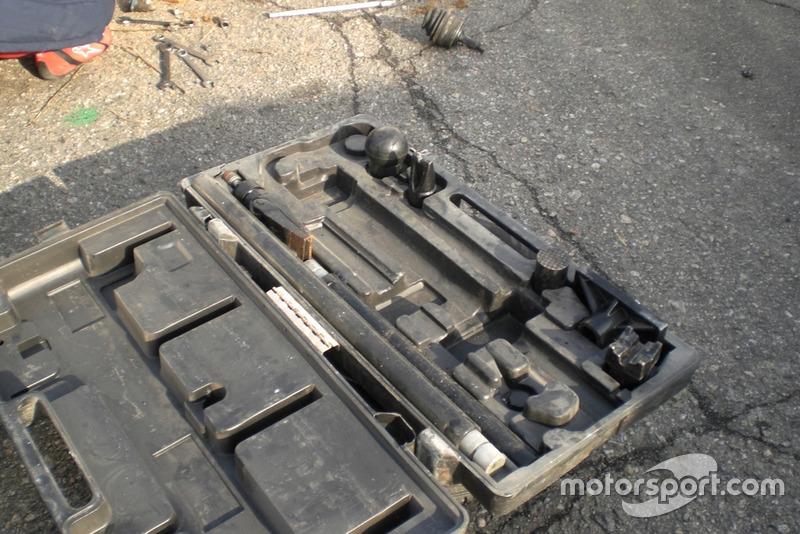 Для ремонту машини Поляничко знадобився серйозний інструмент