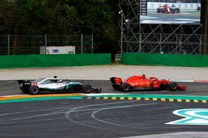 Kimi Raikkonen, Ferrari SF71H leads Lewis Hamilton, Mercedes AMG F1 W09