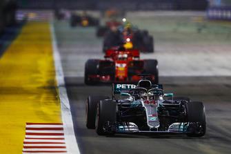 Lewis Hamilton, Mercedes AMG F1 W09 EQ Power+, leads Sebastian Vettel, Ferrari SF71H, Max Verstappen, Red Bull Racing RB14, and the rest of the field