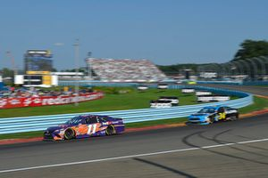 Denny Hamlin, Joe Gibbs Racing, Toyota Camry FedEx Ground, Michael McDowell, Front Row Motorsports, Ford Fusion K-LOVE RADIO