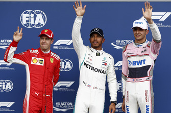 Polesitter Lewis Hamilton, Mercedes AMG F1, tweede plaats Sebastian Vettel, Ferrari, derde plaats Esteban Ocon, Racing Point Force India VJM11