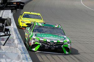 Kyle Busch, Joe Gibbs Racing, Toyota Camry Interstate Batteries, Ryan Blaney, Team Penske, Ford Fusion Menards/Knauf Insulation