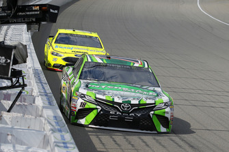Kyle Busch, Joe Gibbs Racing, Toyota Camry Interstate Batteries, Ryan Blaney, Team Penske, Ford Fusion Menards/Knauf Insulation