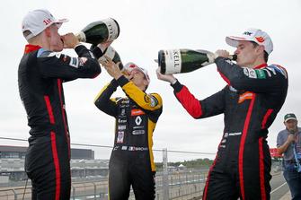 Podium: Jüri Vips, Motopark Dallara F317 - Volkswagen, Jonathan Aberdein, Motopark Dallara F317 - Volkswagen, Sacha Fenestraz, Carlin Dallara F317 - Volkswagen