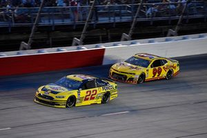 Joey Logano, Team Penske, Ford Fusion Pennzoil and Derrike Cope, StarCom Racing, Chevrolet Camaro Bojangle's