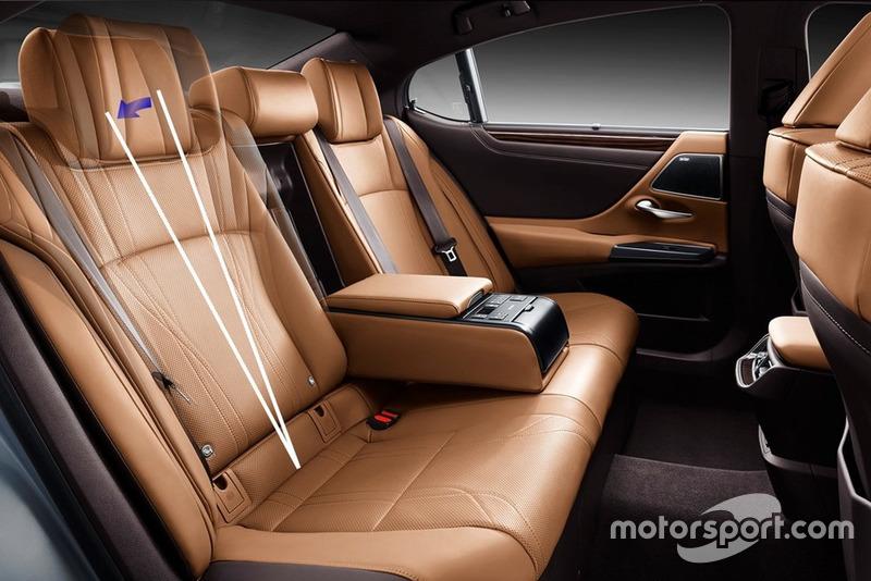 Kursi belakang Lexus ES Generasi Ketujuh