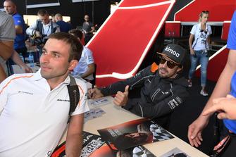 Vitaly Petrov talks with Sergey Sirotkin, Williams Racing