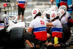 Haas team pit stop practice