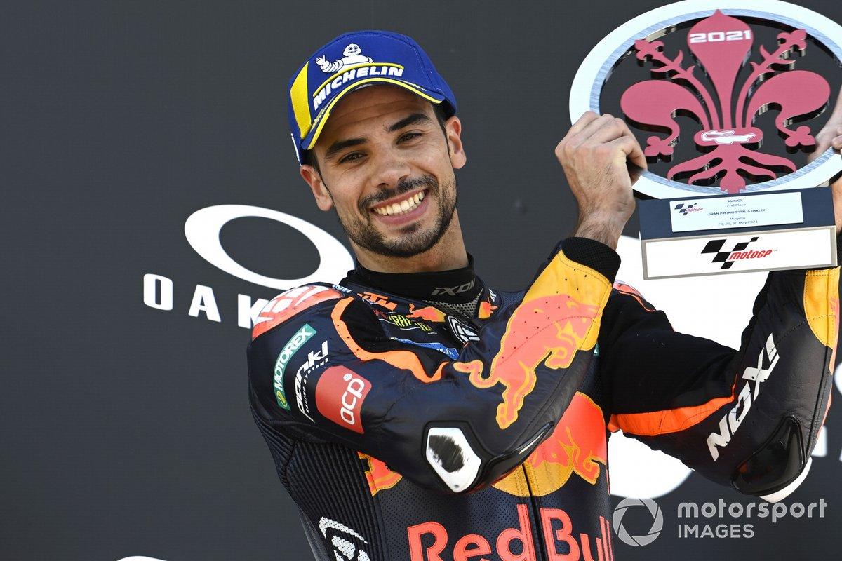 Podio: segundo lugar Miguel Oliveira, Red Bull KTM Factory Racing