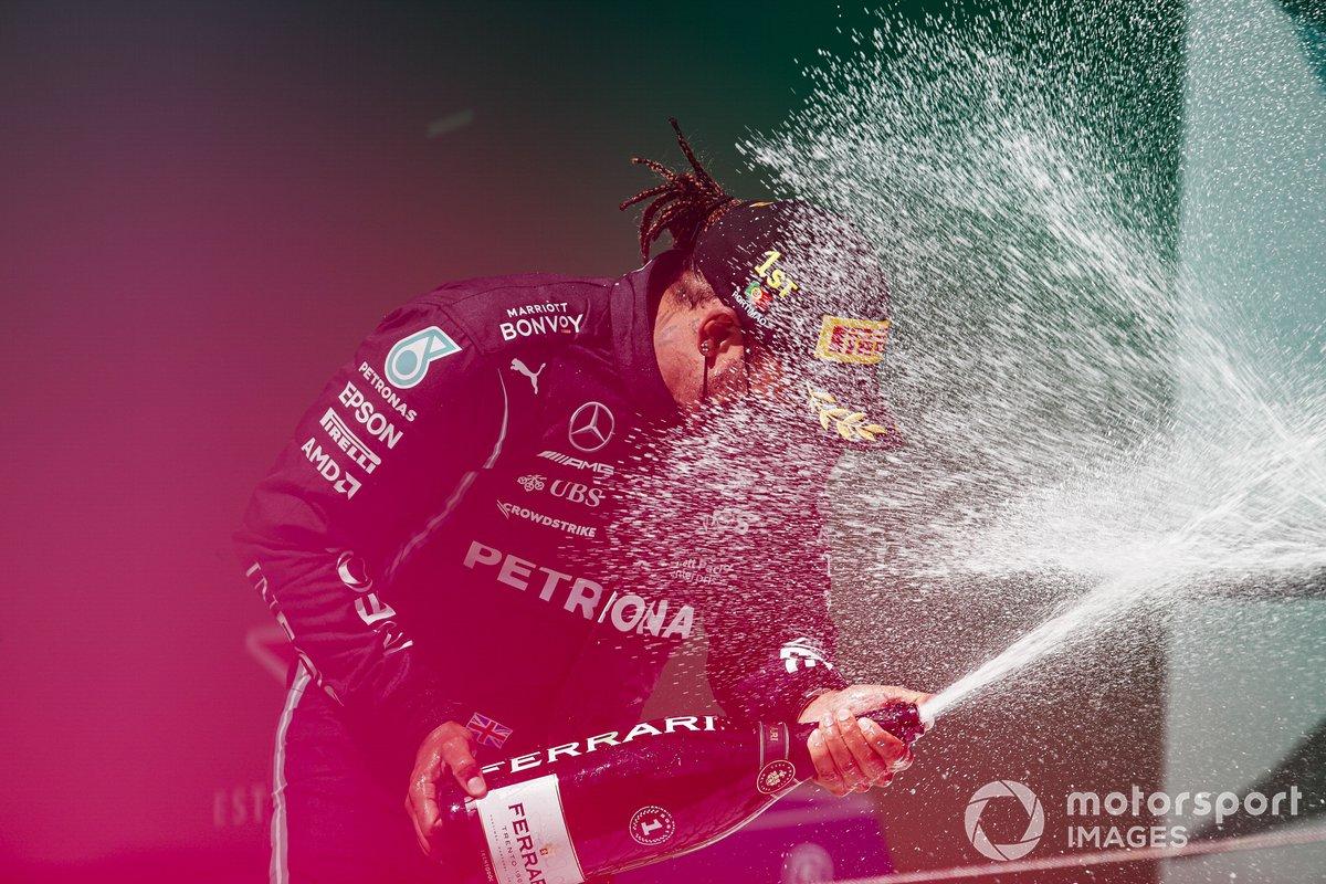 Podio: ganador de la carrera Lewis Hamilton, Mercedes