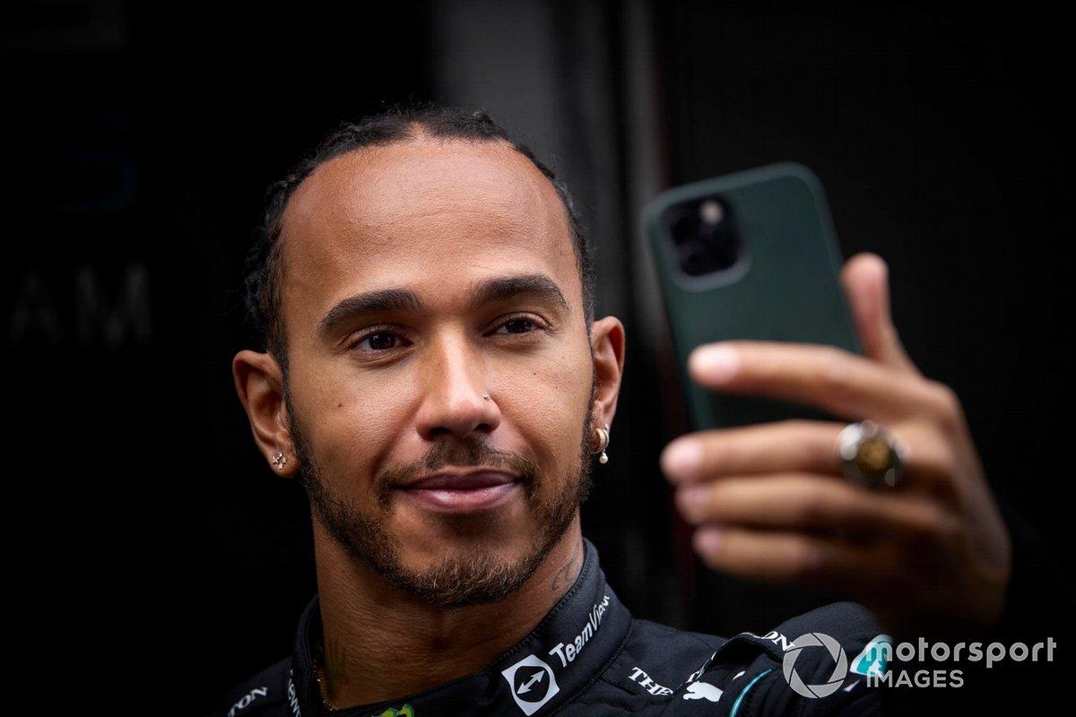Lewis Hamilton, Mercedes con un iPhone