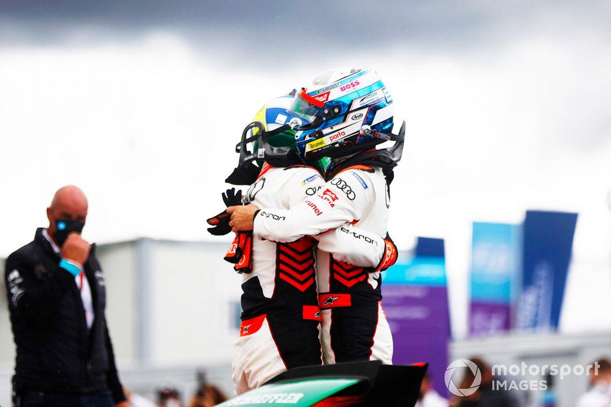 Ganador Lucas Di Grassi, Audi Sport ABT Schaeffler celebra en Parc Ferme, segundo lugar Rene Rast, Audi Sport ABT Schaeffler