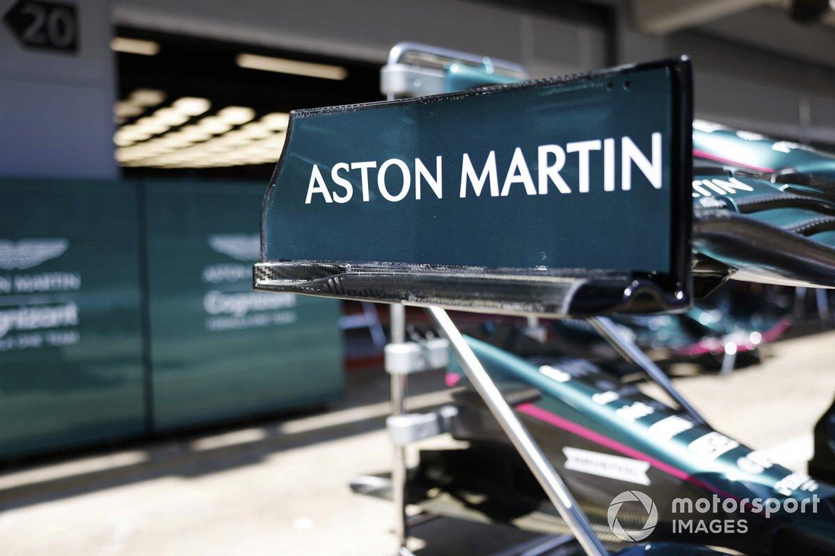 Logo de Aston Martin en el endplate del alerón delantero