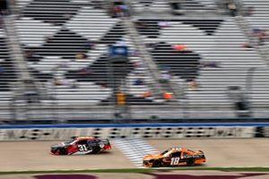 Tyler Reddick, Jordan Anderson Racing, Chevrolet Camaro Bommarito Automotive Group and Daniel Hemric, Joe Gibbs Racing, Toyota Supra Poppy Bank