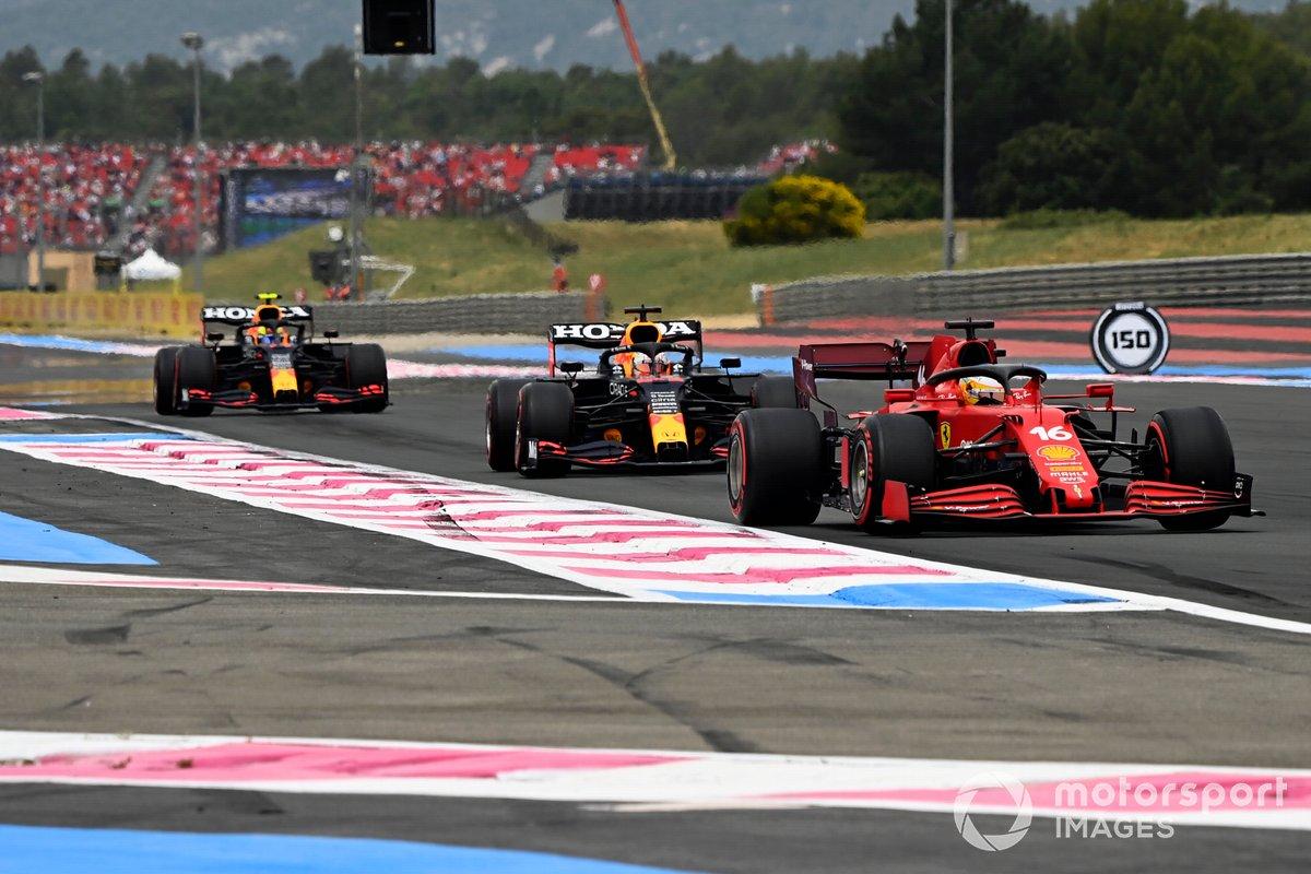 Charles Leclerc, Ferrari SF21, Max Verstappen, Red Bull Racing RB16B, e Sergio Perez, Red Bull Racing RB16B