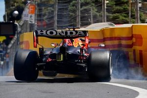 Max Verstappen, Red Bull Racing RB16B, hits the wall during FP3