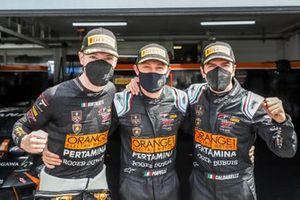 Ganadores de la pole #63 Orange 1 FFF Racing Team Lamborghini Huracan GT3 Evo: Mirko Bortolotti, Marco Mapelli, Andrea Caldarelli