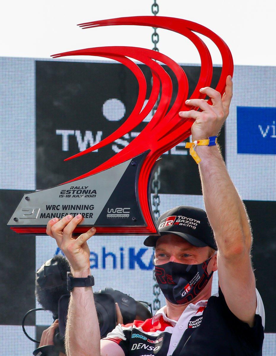 Podio: Jari-Matti Latvala, director Toyota Gazoo Racing
