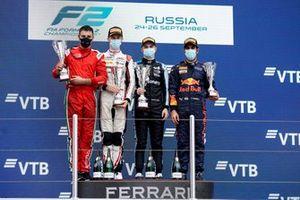 Podio: Ganador de la carrera Oscar Piastri, Prema Racing, segundo lugar Theo Pourchaire, ART Grand Prix, tercer lugar Jehan Daruvala, Carlin