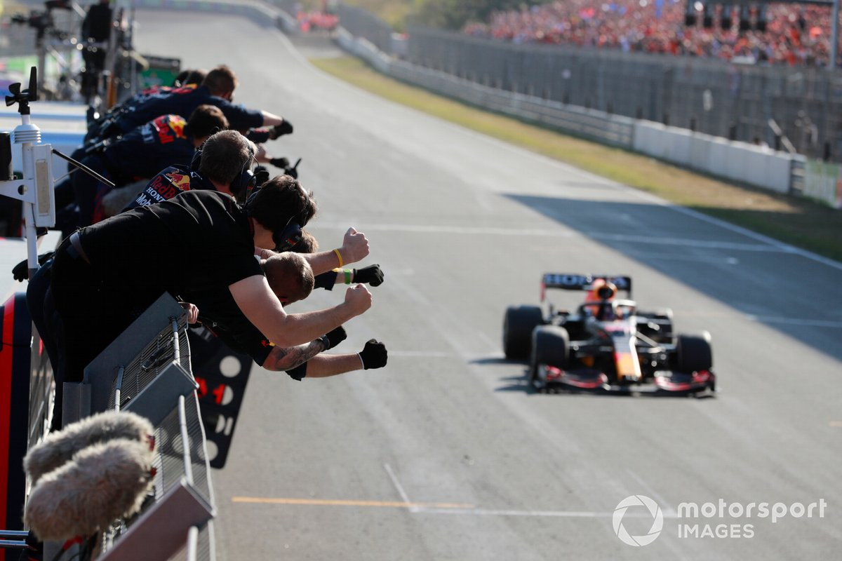 Max Verstappen, Red Bull Racing RB16B, 1a posizione, vince il GP d'Olanda