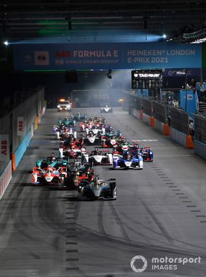 Stoffel Vandoorne, Mercedes-Benz EQ, EQ Silver Arrow 02, Alex Lynn, Mahindra Racing, M7Electro, Oliver Rowland, Nissan e.Dams, Nissan IMO3, the rest of the field at the start